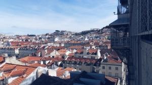 uitzicht over Lissabon vanaf Elevador de Santa Justa